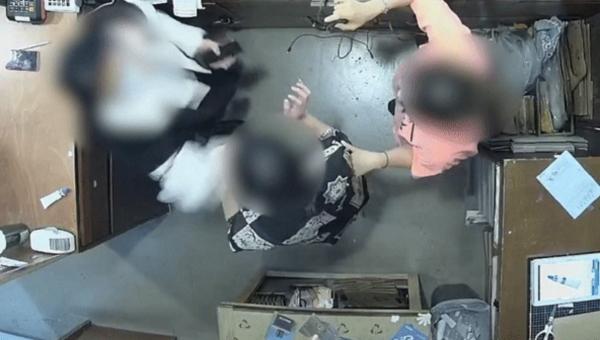 지난 9일 오후 서울 용산구 한남동의 한 의류매장에 방문한 주한 벨기에 대사의 부인 A(63)씨가 옷가게 직원 등을 폭행하는 장면이 CCTV에 녹화됐다. ⓒ피해자 제공