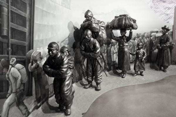 한국전쟁 당시 피란민들의 모습을 재현한 조형물. 전쟁기념관. ⓒ최규화