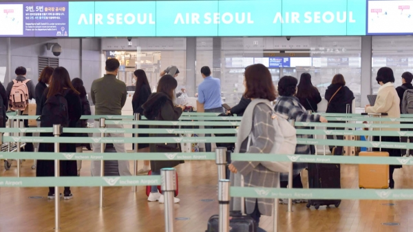 20일 해외 무착륙 비행의 승객들이 인천국제공항 출국장에서 체크인을 하고 있다. ⓒ뉴시스