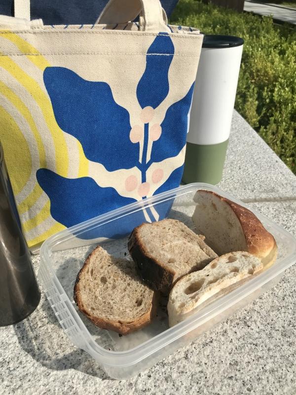 이세아 기자는 '버릴 것 없는' 봄소풍에 도전했다. 빵 커피를 구매하는 대신 집에서 준비해 다회용기, 에코백에 담았다. ⓒ여성신문
