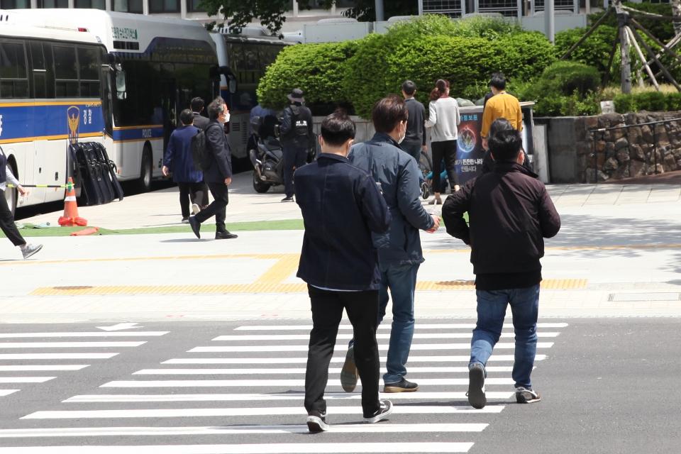 7일 오후 서울 종로구 한 거리에서 시민들은 발걸음을 옮기고 있다. ⓒ홍수형 기자