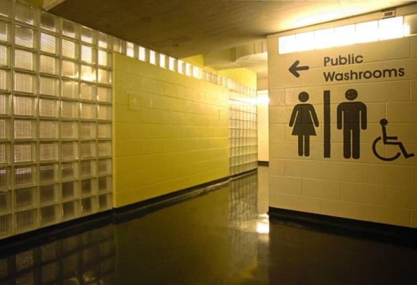 경남에서 현직 교사 2명이 학교 여자 화장실에 불법 촬영을 한 혐의로 경찰에 붙잡혔다. ⓒ픽사베이