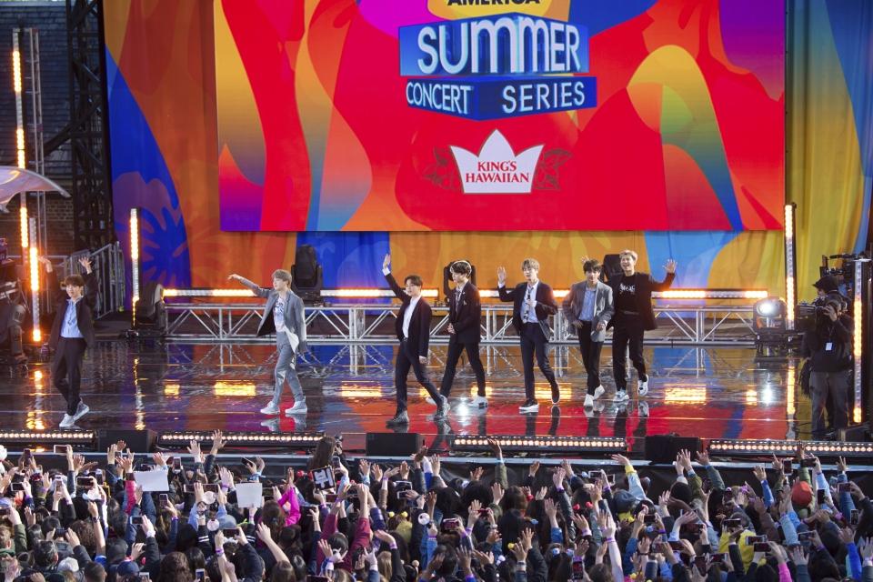 지난 2019년 5월 15일 그룹 방탄소년단(BTS)이 미국 뉴욕의 센트럴 파크 내 대형 야외공연장 램지 플레이필드/서머 스테이지 무대에서 ABC 방송의 연례 '굿모닝 아메리카' 콘서트 시리즈에 출연해 공연하고 있다. ⓒ뉴욕=AP/뉴시스