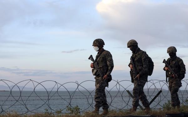 인천 옹진군 연평도에서 해병대 장병들이 경계근무를 하는 모습. ⓒ뉴시스
