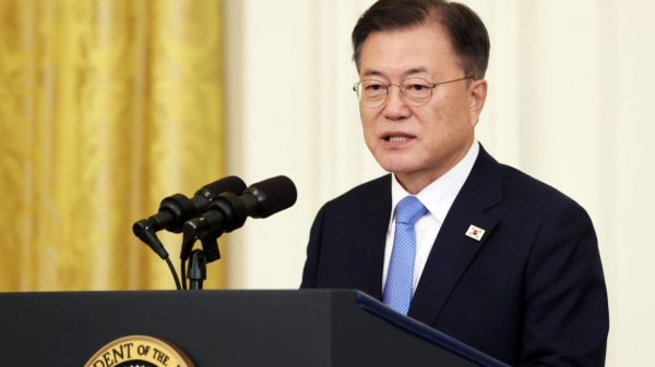 문재인 대통령이 현지시간 21일 오후 미국 워싱턴 백악관 이스트룸에서 열린 한국전쟁 명예 훈장 수여식에 참석해 연설을 하고 있다. ⓒ뉴시스