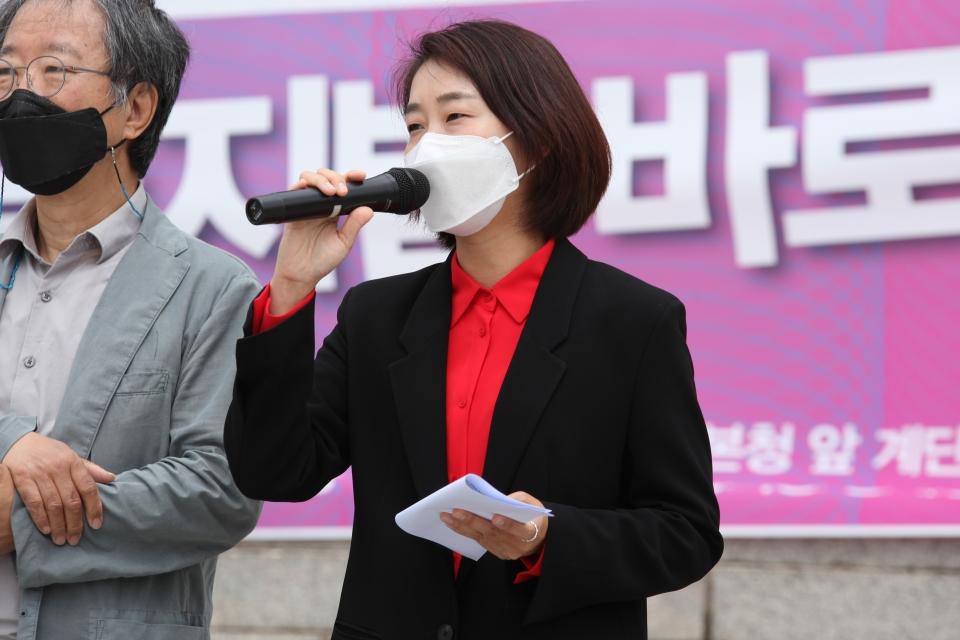 31일 서울 여의도 국회의사당 본청 앞 계단에서 차별금지법제정연대가 '평등의 약속, 차별금지법 바로 지금' 기자회견을 열고 김재연 진보당 상임대표가 발언을 하고 있다. ⓒ홍수형 기자