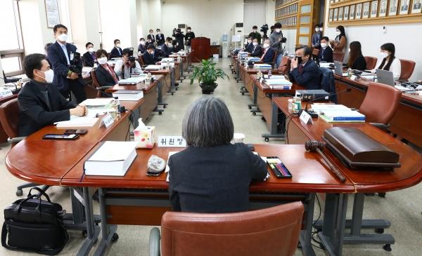 지난해 4월 20일 서울 서초구 대법원에서 열린 제101차 양형위원회 모습. ⓒ여성신문‧뉴시스