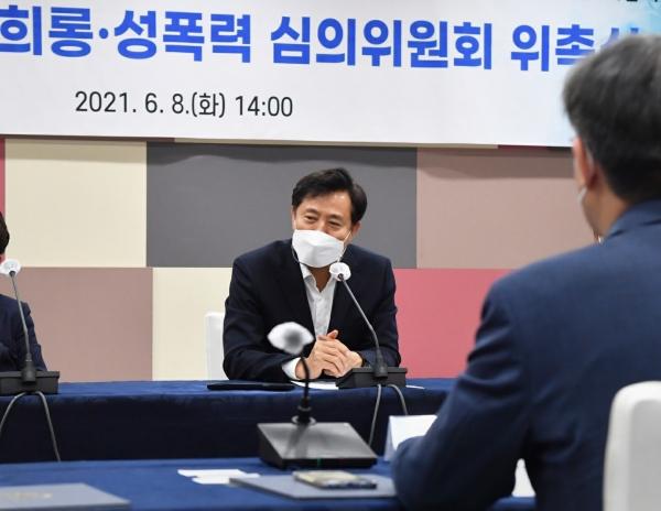 오세훈 서울시장이 8일 시청사에서 열린 '서울시 성희롱·성폭력 심의위원회'에서 발언하고 있다 ⓒ서울시