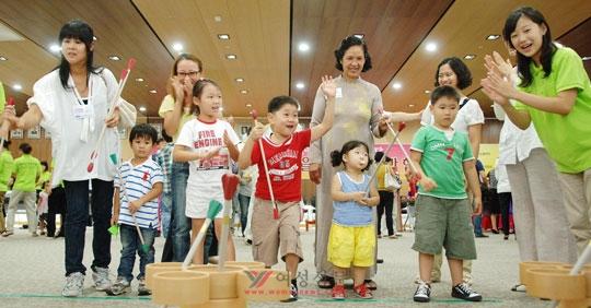 '위러브유4' 13일, 국제위러브유운동본부가 마련한 '명절맞이 사랑나눔 한마당' 행사에 참여한 다문화가족들이 한국의 전통놀이 '투호'를 즐기고 있다.abortion pill abortion pill abortion pill