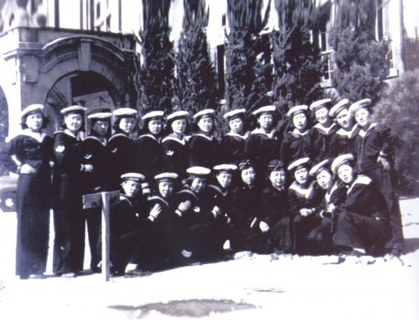 6.25전쟁 중인 1950년 8월 31일 인천상륙작전을 준비중이던 해병대가 제주도에서 해병대를 모집할 당시 해병 4기로 여자의용군 126명이 자원입대한 모습. ⓒ해군