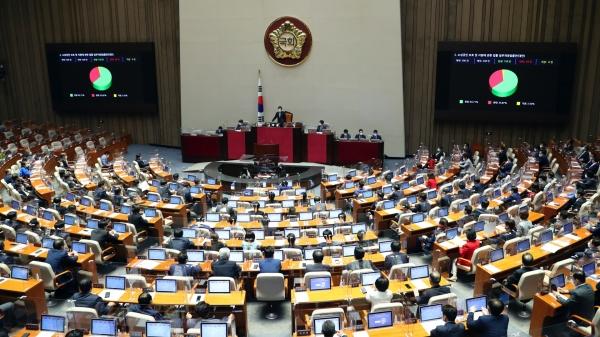 국회 본회의에서 손실보상법이 가결되고 있다. ⓒ뉴시스