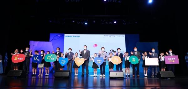 내빈과 성주어린이합창단이 퍼포먼스에 참여했다.  ⓒ인구보건복지협회 대구경북지회