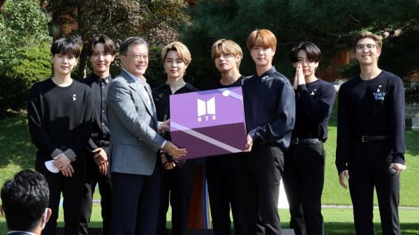 문재인 대통령과 방탄소년단(BTS) ⓒ뉴시스