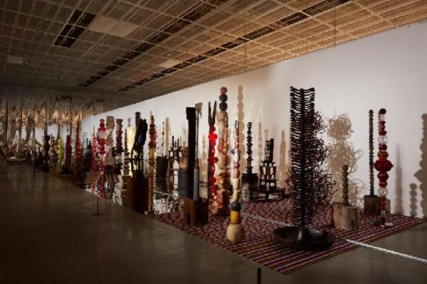 최정화 작가가 2018년 국립현대미술관 서울관에서 연 개인전 '현대차 시리즈 2018:최정화-꽃, 숲'전 ⓒ국립현대미술관