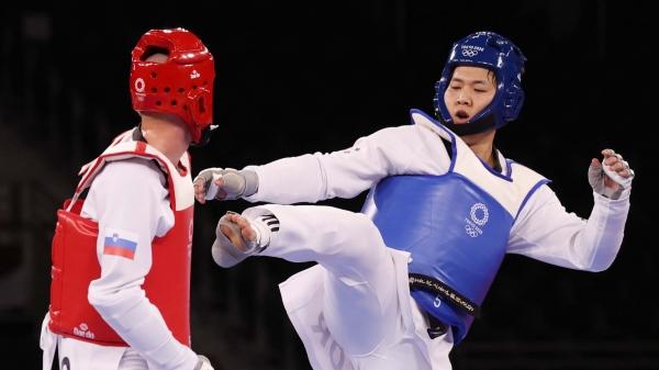 인교돈이 도쿄올림픽 남자 태권도 80kg 초과급 동메달 결정전에서 발차기 공격을 하고 있다. ⓒ뉴시스