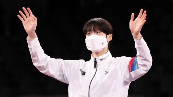 대한민국 태권도 대표 이다빈이 2020 도쿄올림픽 여자 태권도 67kg초과급 시상식에서 환호하고 있다. ⓒ뉴시스