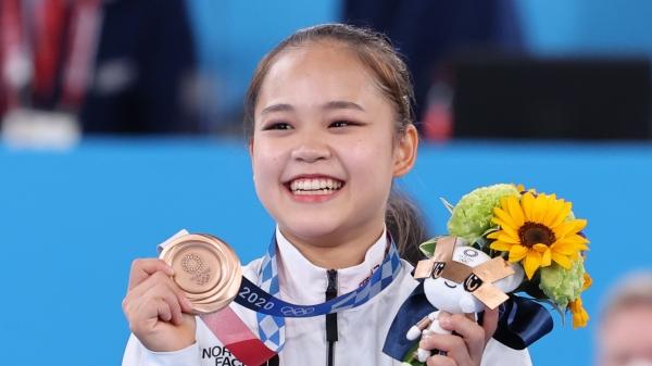 대한민국 기계체조 여서정이 '2020 도쿄올림픽' 여자 도마 결승에서 동메달을 획득한 뒤 시상식에서 메달을 들어 보이고 있다. ⓒ뉴시스