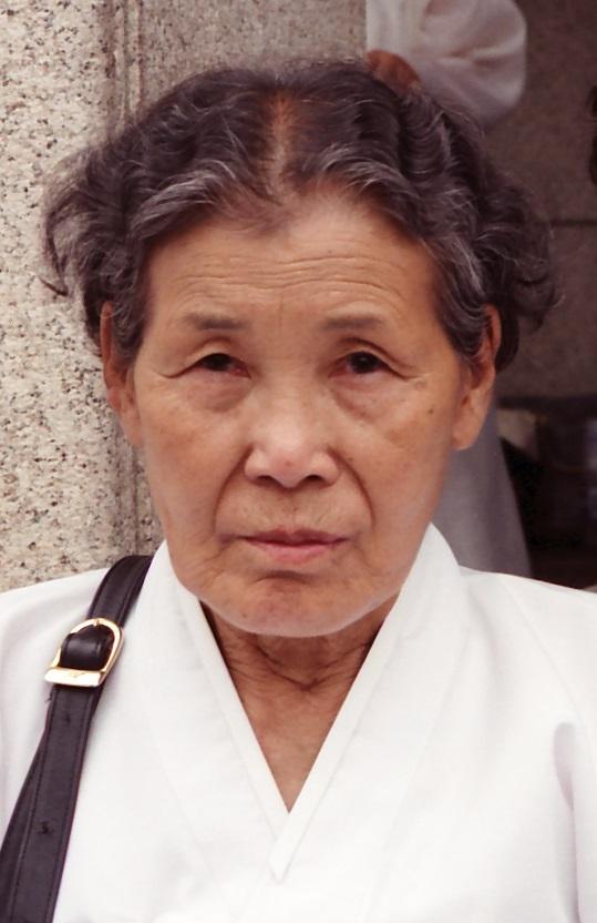 일본 국회 중의원 의원면회회관 앞 농성장, 1994년 6월 7일~8일, 시바사키 하루코(柴﨑温子) 촬영 및 기증 / 전쟁과여성인권박물관 소장