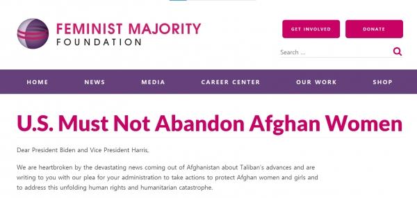 """글로리아 스타이넘, 멜란 버비어 전 미 세계 여성문제 담당 전권대사 등 85인은 18일(이하 현지시간) 미 여성단체 '페미니스트 다수 재단(FMF)' 웹사이트를 통해 """"미국은 아프가니스탄 여성을 저버려선 안된다""""는 제목의 공개서한을 보냈다. ⓒ'페미니스트 다수 재단(FMF)' 웹사이트 캡처"""