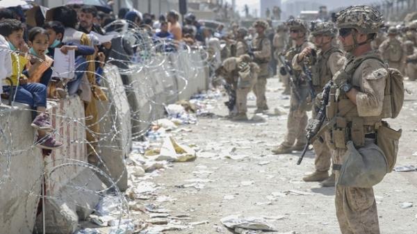 아프가니스탄 수도 카불 하미드 카르자이 국제공항에 주둔중인 미 해병대 ⓒAP/뉴시스