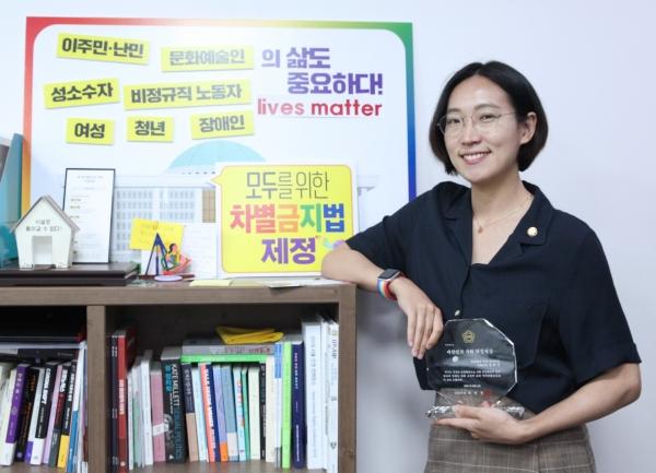 여성신문과 여의도 국회의원회관에서 인터뷰 중인 장혜영 정의당 의원. ⓒ홍수형 기자