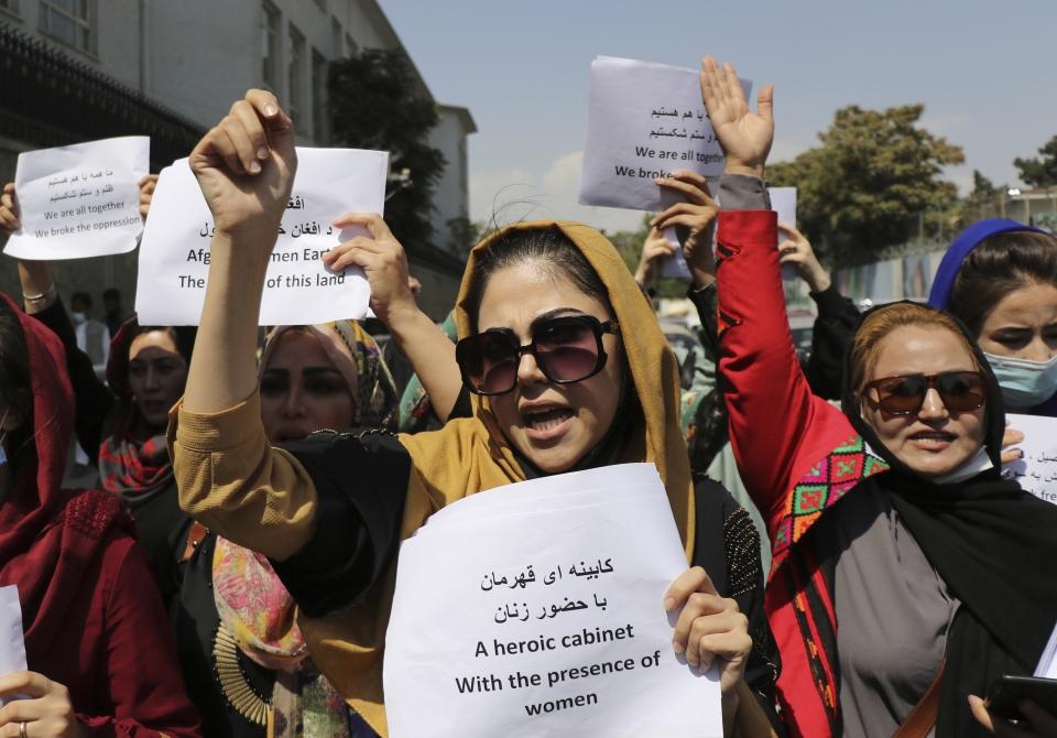 3일(현지시간) 아프가니스탄 카불에서 여성들이 교육과 취업 기회 보장, 정부 구성에 참여할 권리 등을 요구하며 시위를 벌이고 있다. ⓒ카불=AP/뉴시스