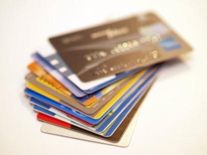 연말정산 환급액을 높이려면 신용카드보다 소득공제율이 높은 체크카드를 사용하고, 연금저축, 소장펀드, 주택청약종합저축 등 공제 혜택이 있는 금융상품을 살펴볼 필요가 있다. ⓒ여성신문 DB