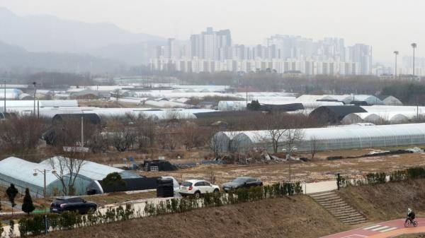 12일 LH 직원들의 땅투기 의혹이 제기된 경기 과천시 과천지구의 모습. ⓒ뉴시스