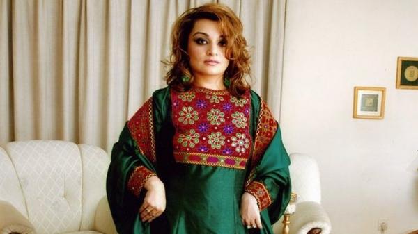 아프가니스탄 전통의상 캠페인을 시작한 바하르 잘랄리 박사 ⓒBBC 홈페이지 갈무리