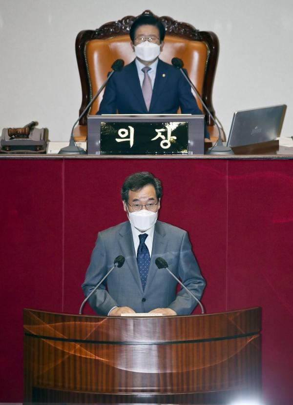 이낙연 더불어민주당 의원이 15일 서울 여의도 국회 본회의에서 상정된 사직안 투표 전 신상발언을 하고 있다. ⓒ뉴시스·여성신문
