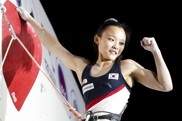 서채현 선수(18·신정고)가 러시아 모스크바에서 열린 '2021 IFSC 스포츠클라이밍 세계선수권대회'에서 리드 종목 세계 챔피언에 등극했다. ⓒ대한산악연맹