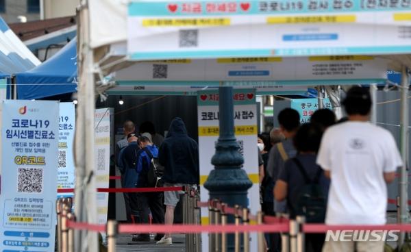 추석연휴를 앞두고 서울역에 마련된 임시선별검사소 ⓒ뉴시스