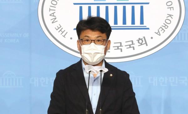진성준 더불어민주당 의원. ⓒ뉴시스·여성신문