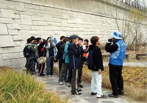 생태탐방프로그램에 참가한 학생들