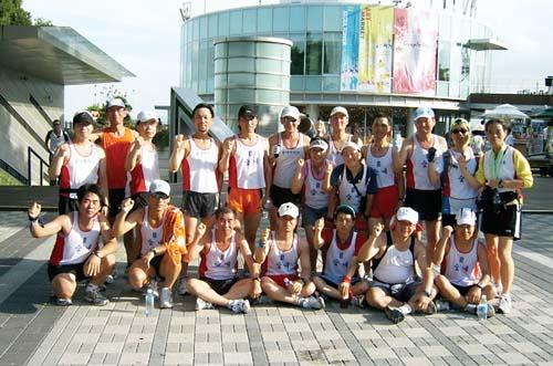 지난 8월 서울 남산 훈련장에서 포즈를 취한 숯내마라톤 회원들.