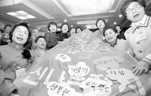 총선여성연대의 활동을 통해 2003년 11월 '맑은정치여성네트워크'가 발족되고 '여성 100인 국회 보내기' 캠페인이 활발히 전개됐다.