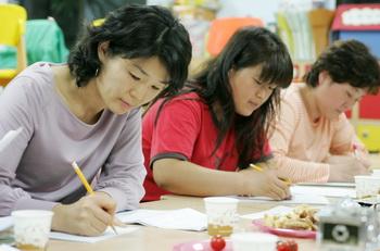 '빅 맘스 클럽'의 글쓰기 수업 모습.