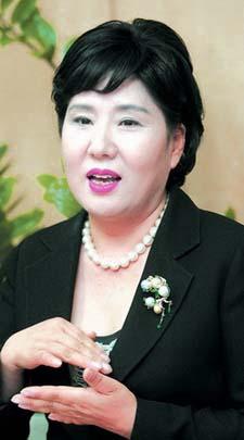 능동적인 추진력으로 협회를 한 단계 끌어올렸다는 평가를 받고 있는 김순옥 한국여성경영자총협회 회장. ⓒ여성신문 정대웅 기자