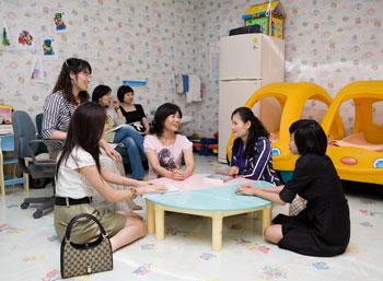 한국방송통신대학교  유아방에서 주부 수강생들이 아이를 맡긴 후 휴식을 취하고 있다.cialis coupon cialis coupon cialis coupon
