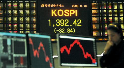 최근 증시의 가파른 상승세에 힘입어 주식형 펀드 투자에 대한 투자자들의 관심이 급증하고 있다.
