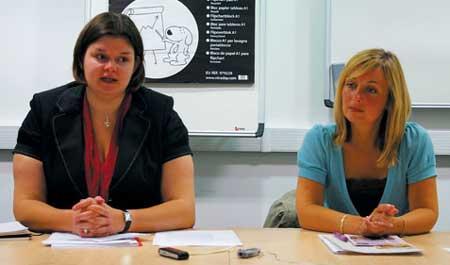 시안 렌윅(왼쪽) 옥스퍼드대 성평등 담당관과 루이스 에드워즈 보육서비스 매니저what is the generic for bystolic   bystolic coupon 2013