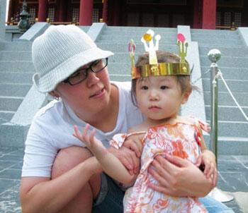 2009년 여름 경주 여행길에서 큰딸 나영이와 세라씨가 포즈를 취하고 있다.cialis manufacturer coupon site cialis online coupon