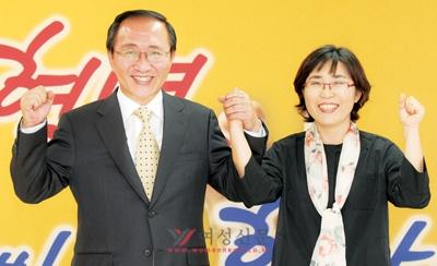 서울시 의원 출신 심재옥 여성위원장을 공동대변인으로 임명한 노회찬(왼쪽) 진보신당 후보.sumatriptan patch http://sumatriptannow.com/patch sumatriptan patch