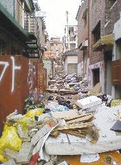 은평구 불광동 재개발 지역에 쌓인 쓰레기.cialis coupon cialis coupon cialis coupon