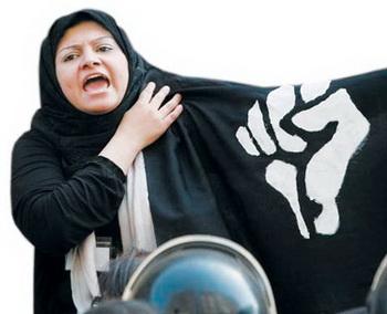 이집트의 민주화 봉기 당시 수많은 여성이 타흐리르 광장으로 뛰쳐나와 독재 타도를 외쳤다. 그러나 민주화 혁명이 성공하고 성평등 기조가 후퇴한 지금, 오히려 이들 여성의 새로운 투쟁이 시작되고 있다.   sumatriptan patch sumatriptan patch sumatriptan patch