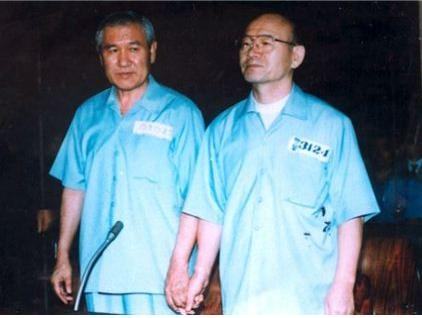 1997년 법정에 선 노태우, 전두환 전 대통령.(사진 출처=5.18 기념재단)