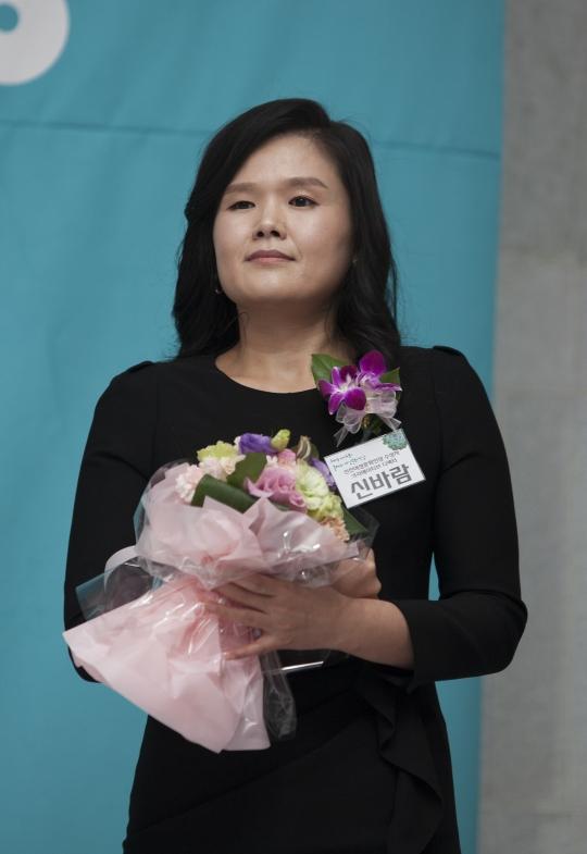 신진여성문화인상을 수상한 크리에이티브디렉터 신바람씨. ⓒ이정실 여성신문 사진기자