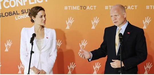 분쟁지역 성폭력 종식 위한 국제회의에서 공동의장을 맡은 안젤리나 졸리와 윌리엄 헤이그 영국 외교장관.