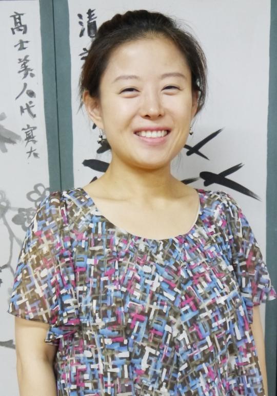 여성국극의 맥을 잇는 소리꾼 김선미씨가 여성신문과의 인터뷰에서 환하게 웃고 있다. ⓒ여성신문