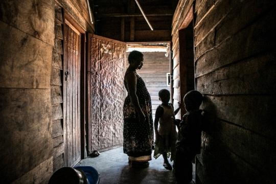 마시카 레베카 카추바(사진 왼쪽)는 본인도 성폭력 피해자이면서 다른 피해자와 강간으로 인해 태어난 아이들, 전쟁 고아들 60여 명을 돌보고 있다. ⓒ정은진